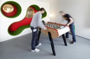 bermain di kantor